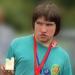 """Latvijas Paralimpiskās izlases dalībnieks Vjačeslavs Lukaševičs (ISRK """"Krāslava"""") Šajās sacensībās Vjačeslavs no orientieristu vidus bija visbagātākais laureāts, izcīnot trīs zelta medaļas – TempO, Velo-O un Pre-O daudzcīņas kopvērtējumā un vienu sudraba medaļu Pre-O nakts distancē un vēl uzvarēja arī Pre-O garās distances sacensībās, saņemot Ventspils balvu."""